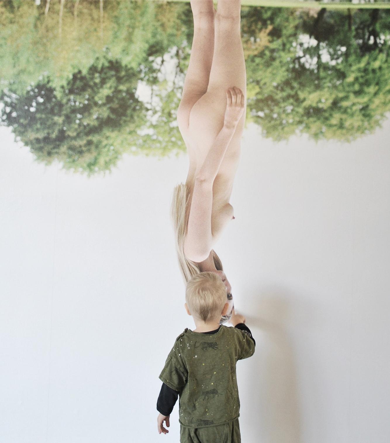 Kunstværk og barn