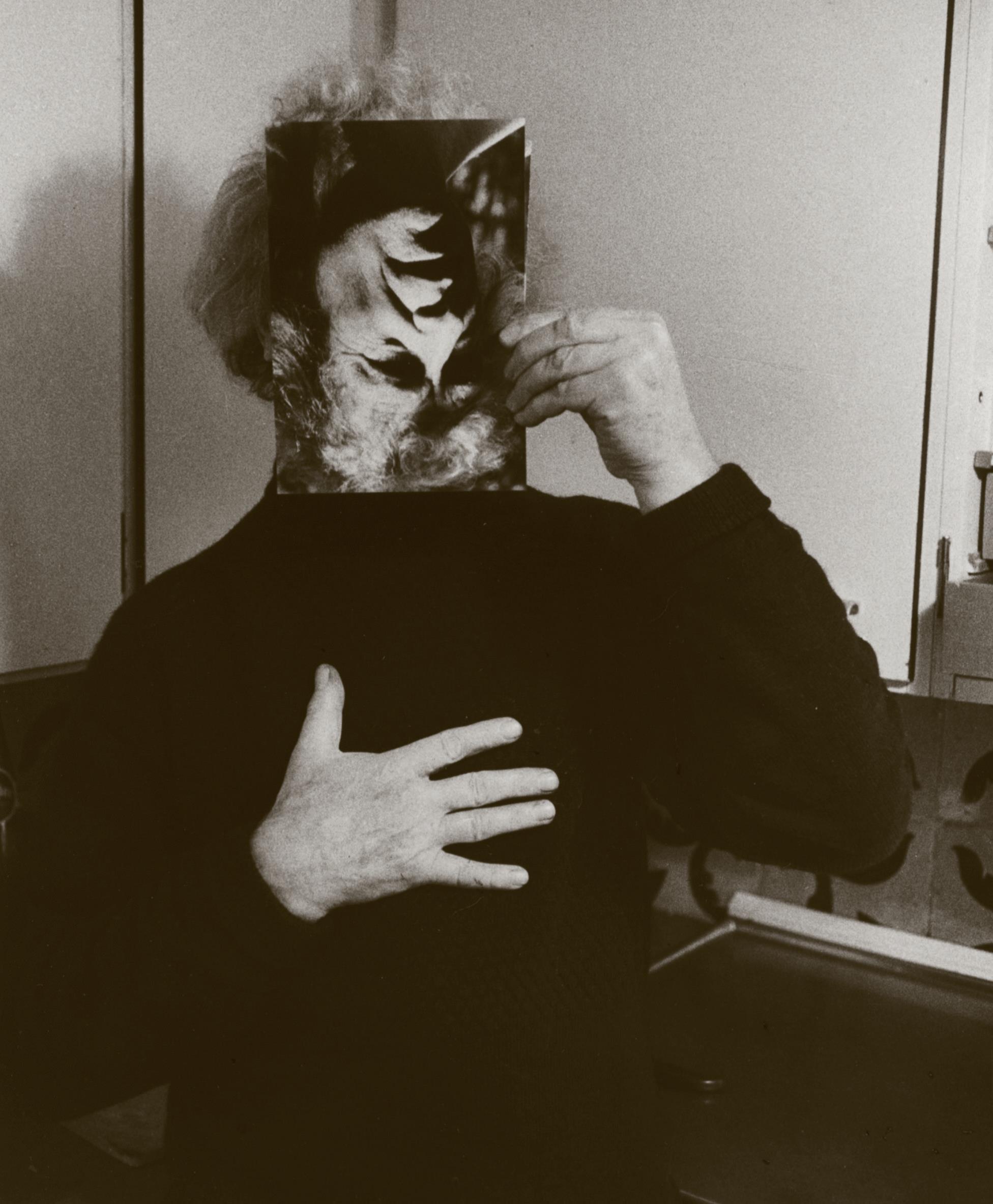 Carl-Henning Pedersen og maske