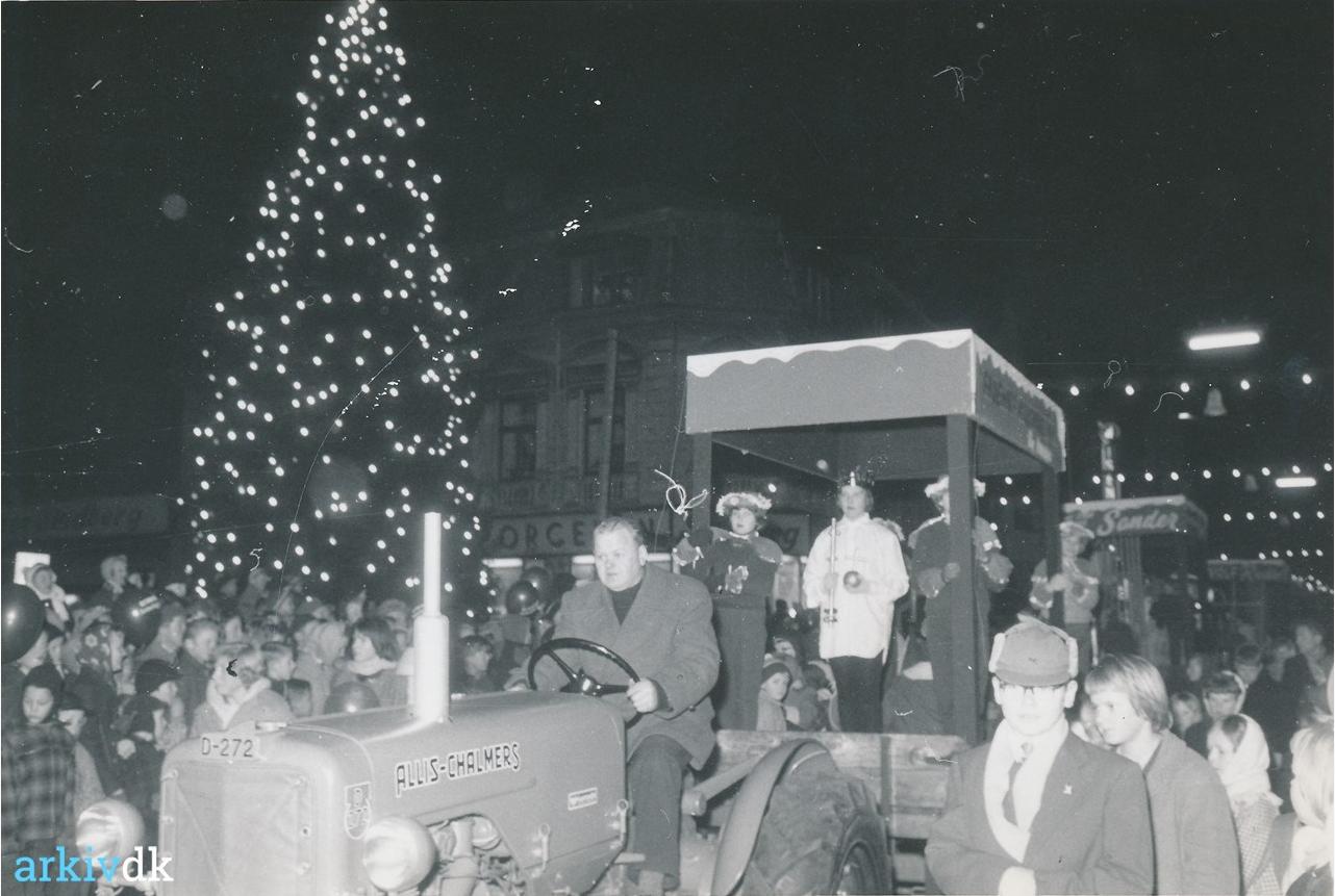 Juletræstændings-optog i 1960, arkiv.dk