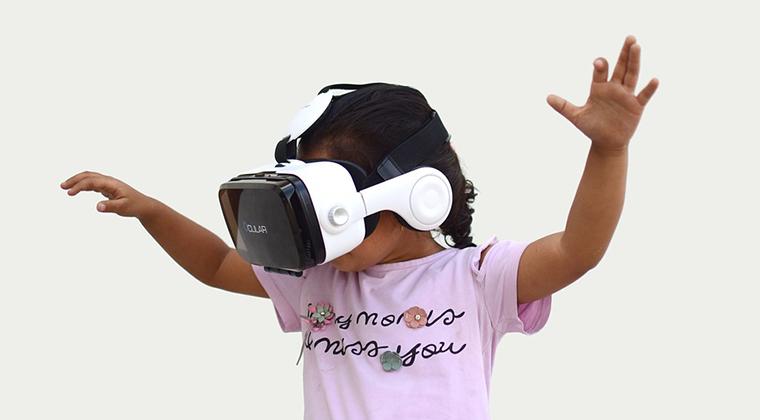 barn med virtual reality briller