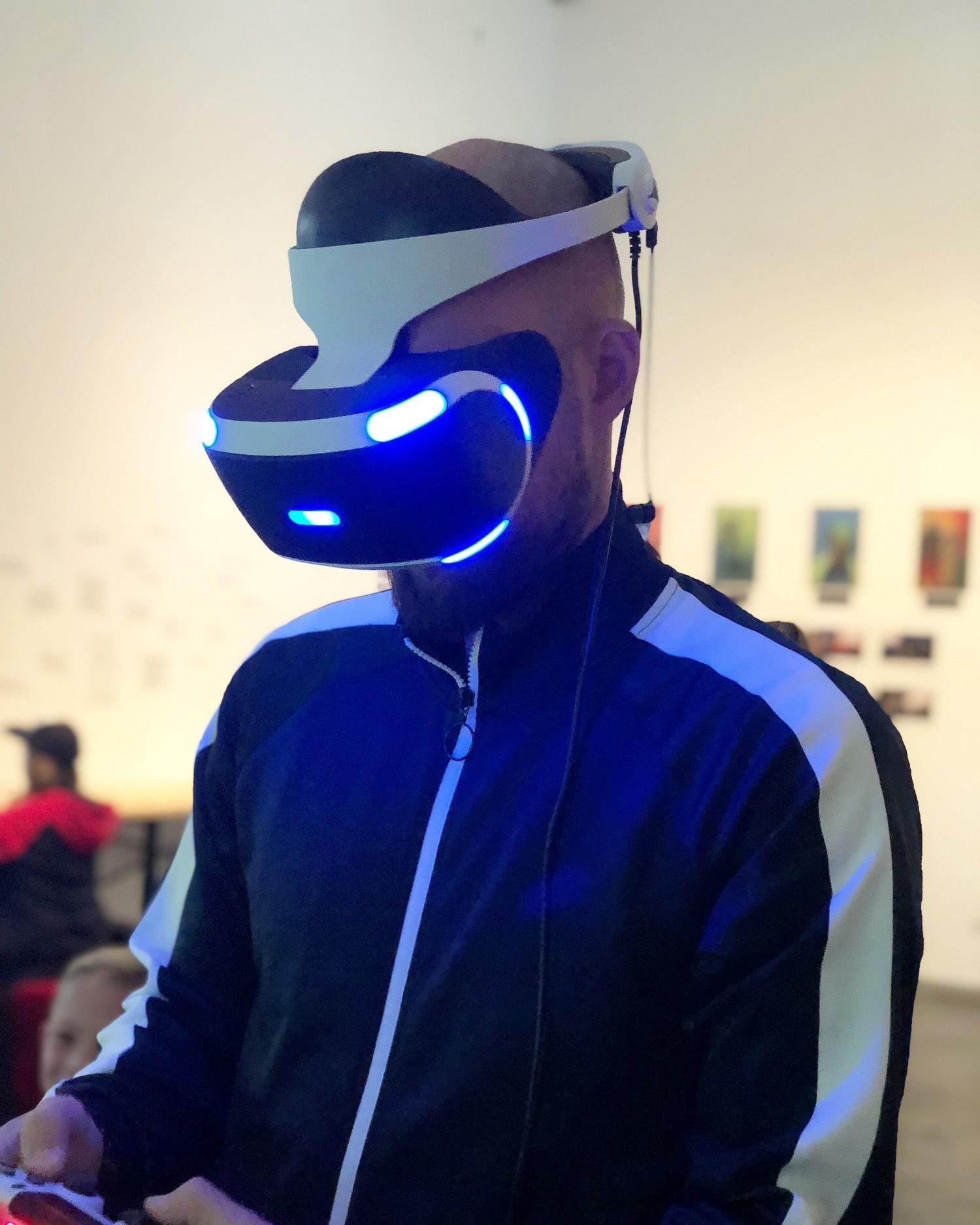 Farmand med VR briller