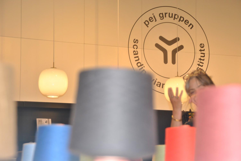 billede med pej gruppens logo
