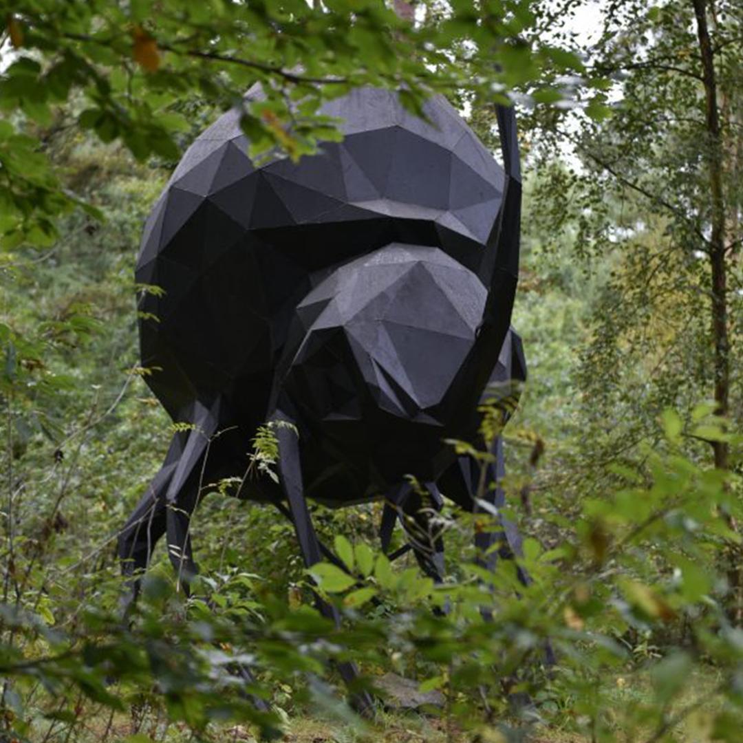 Værkbillede fra Deep Forest Artland. Giant Beetle af René Schmidt